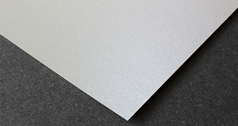 Metallic wit mat papier